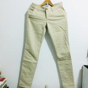 Pants - EUC Hollister Khaki Skinny Pants